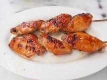 Aile de poulet grillée images libres de droits