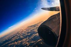 Aile et une turbine de l'avion Photographie stock libre de droits