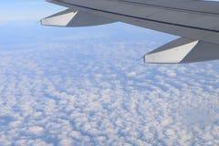 aile plate avec le nuage et le ciel Photo libre de droits