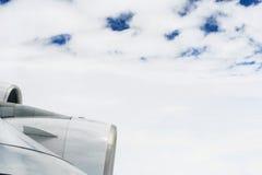 Ailes d'A380 au-dessus des nuages Image libre de droits