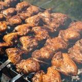 Ailes de poulet au gril d'extérieur Photo stock