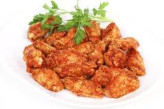 Ailes de poulet avec de la sauce à barbecue épicée Photos libres de droits