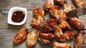 Ailes de poulet avec le BBQ banque de vidéos