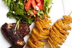 Ailes de poulet cuites au four en sauce de soja foncée Images stock