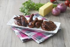 Ailes de poulet de gril photo libre de droits