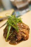 Ailes de poulet frit avec de la sauce Photo libre de droits
