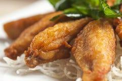 Ailes de poulet frit, style thaïlandais Image stock