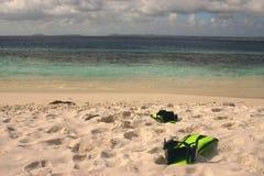 Ailettes sur la plage Image stock