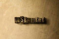 AILLEURS - le plan rapproché du vintage sale a composé le mot sur le contexte en métal illustration libre de droits