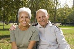Aimant, couples aînés beaux Image libre de droits