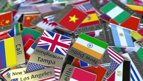 Aimant de souvenir ou insigne avec le texte de Ho Chi Minh City et drapeau national parmi le diff?rent D?placement au Vietnam banque de vidéos