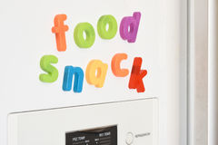 Aimants de réfrigérateur - nourriture et casse-croûte Photographie stock libre de droits