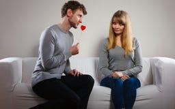 Aimer épluchent avec le flirt de coeur Photographie stock