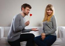 Aimer épluchent avec le flirt de coeur Photos libres de droits