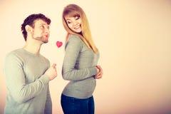 Aimer épluchent avec le flirt de coeur Image libre de droits