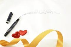 Aimez à la maison avec le massage des textes au bonbon - stylo, coeur rouge de couples Image libre de droits