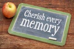 Aimez chaque mémoire sur le tableau noir d'ardoise images stock