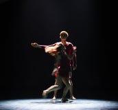 Aimez facile à obtenir le long de la danse trop dur-moderne Image libre de droits