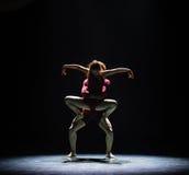 Aimez facile à obtenir le long de la danse trop dur-moderne Image stock