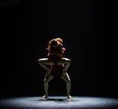 Aimez facile à obtenir le long de la danse trop dur-moderne Photographie stock