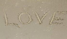 Aimez, inscription sur le sable, voyage Images stock