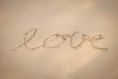 Aimez l'écriture de main de message sur la plage de sable Photographie stock