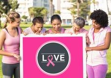 Aimez l'icône et les femmes roses de conscience de cancer du sein tenant la carte Image stock