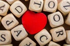 Aimez l'icône et marquez avec des lettres les cubes de faire du bois Image libre de droits