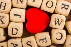 Aimez l'icône et marquez avec des lettres les cubes de faire du bois Photos libres de droits