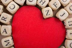 Aimez l'icône et marquez avec des lettres les cubes de faire du bois Images stock