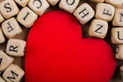 Aimez l'icône et marquez avec des lettres les cubes de faire du bois Image stock