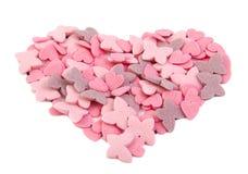 Aimez la forme de coeur formée avec des articles de sucre d'isolement Images stock