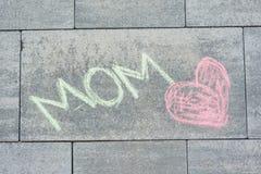 Aimez la maman, dessin du ` s d'enfants dans des crayons de couleur, pour ma mère Photo stock