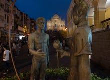 Aimez la statue avec les ruines de St Paul à l'arrière-plan Images stock