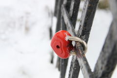 aimez le cadenas, en forme de coeur, dans l'horaire d'hiver, carte de jour de valentines Image stock