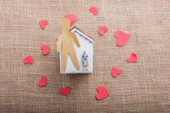 Aimez le concept avec l'homme, le coeur et la maison formés par papier Photos libres de droits