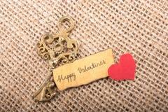 Aimez le concept pour le jour de valentine sur une feuille sèche Photo stock