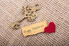 Aimez le concept pour le jour de valentine sur une feuille sèche Images stock