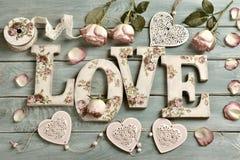 Aimez le fond avec des lettres et des roses de style de vintage Photographie stock libre de droits