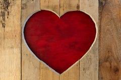 Aimez le fond rouge de panneau de cadre en bois de coeur de valentines Image stock