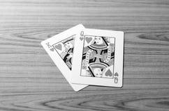 Aimez le style noir et blanc de ton de couleur de carte de reine de roi Images stock