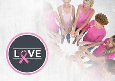 Aimez le texte avec des femmes de conscience de cancer du sein remontant des mains Photo stock
