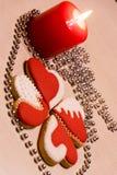 Aimez les biscuits de coeur sur la table pour le jour ou le Noël du ` s de Valentine Photos libres de droits