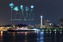 Aimez les feux d'artifice célébrant au-dessus de la baie de marina dans la ville de Yokohama Image stock