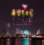 Aimez les feux d'artifice d'étincelle célébrant au-dessus de la baie de marina à Yokohama C Photographie stock libre de droits