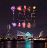 Aimez les feux d'artifice d'étincelle célébrant au-dessus de la baie de marina à Yokohama C Image libre de droits