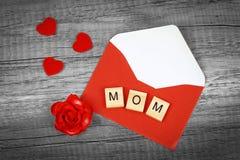 Aimez les mots de maman sur le vieux concept en bois de jour du ` s de mère Image libre de droits