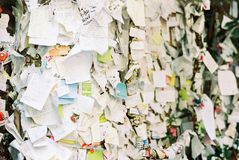 Aimez les notes sticked sur un mur à Vérone image stock