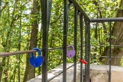 Aimez les serrures en parc de Tsaritsyno à Moscou - 2 Image libre de droits