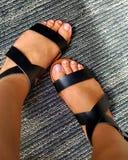 Aimez mes pieds bronzés photo libre de droits
